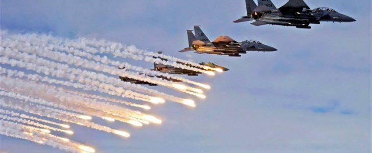 شن هجمات التحالف العربي علي قواعد جوية بصنعاء