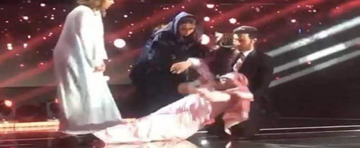 سقوط عماد إبراهيم النجم السعودي مغشياً عليه لحظة الإعلان عن خروجه من البرنامج