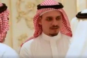 نجل جمال خاشقجي والأسرة يتلقون العزاء بمنزلهم في جدة