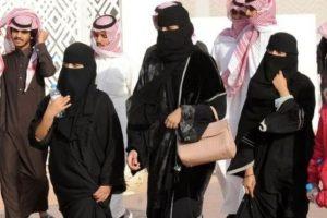 العباية بالمقلوب حملة يشنها السعوديات على مواقع التواصل الاجتماعي للتعبير عن رفضهن العباية السوداء