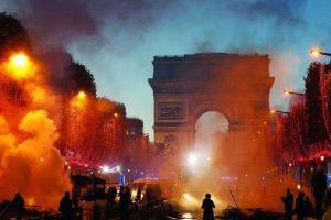 فرنسا تتحضر لفرض حالة الطوارئ