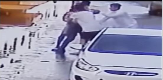 القبض على 4 أشخاص سطوا بالقوة على محفظة مقيم بأحد شوارع جدة